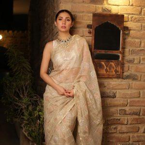 Mahira Khan in a saree