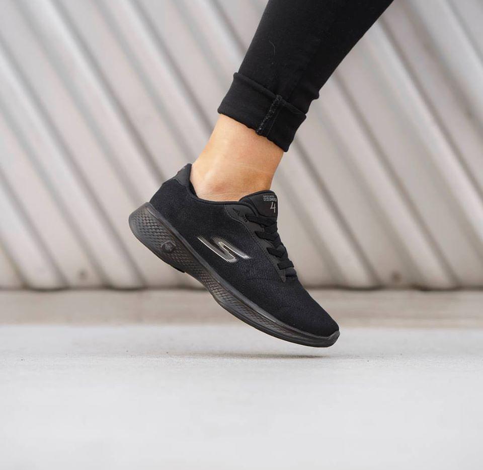 Sneakers - By Skechers