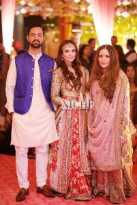Numra Waqas with her husband and sister Faria at Zainab Abbas and Hamza Kardar's shendi