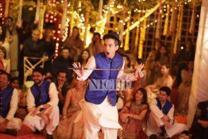 A great candid moment captured at Zainab Abbas and Hamza Kardar's shendi