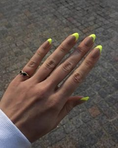 Neon Nail trend