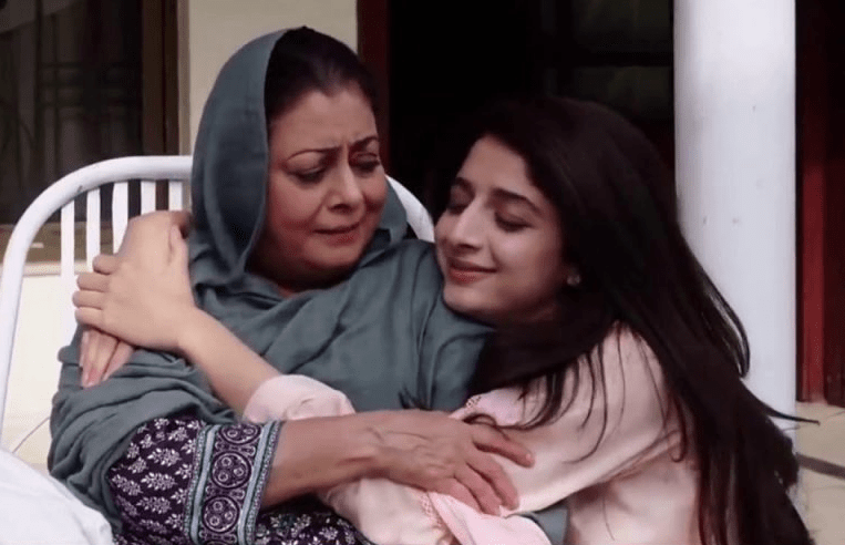 People Cannot Help But Love Mawra Hocane in Sabaat! - Niche